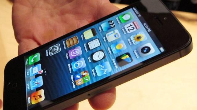 Das neue iPhone 5 ist sehr gefragt. Ein Krawall in der Fabrik in China könnte nun zu ernsthaften Lieferengpässen führen.
