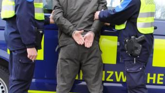 Die Grenzwächter haben die Fahrzeugschieber den französischen Behörden übergeben.