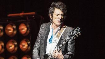 Ronnie Wood ist 72, fleissig, schlank und rank und mit einem Tribut an Chuck Berry unterwegs.