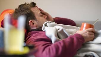 Die Grippe greift immer weiter um sich und hat letzte Woche in der Schweiz den Schwellenwert einer Epidemie überschritten. (Archivbild)