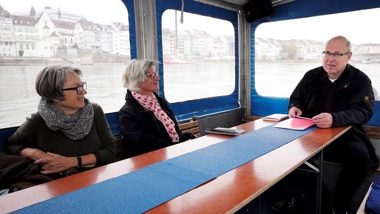 Am Literaturfestival Basel können Leserinnen und Leser Literatur an ungewöhnlichen Orten erfahren, etwa auf einem Wassertaxi. Hier las unter anderen der Basler Autor Wolfgang Bortlik (Bild) Geschichten und Gedichte rund um den Rhein vor.