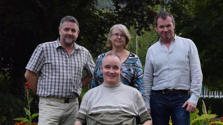 Lovey Wymann (hinten Mitte) und Uwe Fiedermann (hinten rechts) stellen sicher Gemeinderatswahl. Heiko Weirich (links) möchte als Stimmenzähler, Peter Lude (vorne) als Vizeammann gewählt werden.