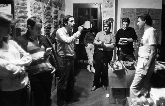 Roger Schawinski bei der Übergabe vom alten Radio 24 Studio in Cernobbio an Jürg Marquards «Sound Radio», 2. Oktober 1983