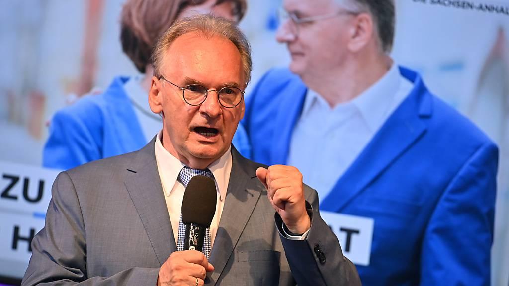 Reiner Haseloff, CDU, Ministerpräsident von Sachsen-Anhalt spricht auf der CDU Wahlparty. Foto: Bernd Von Jutrczenka/dpa