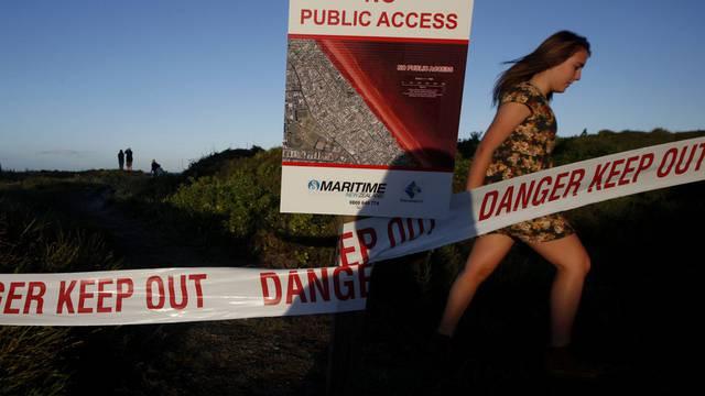 Sperrzone: Mehrere Kilometer Strand wurden bisher von dickem Ölschlamm verdreckt