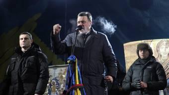 Oppositionsführer Vitali Klitschko, Oleh Tyagnybok und Arseniy Yatsenyuk am Samstagabend auf einer Veranstaltung.