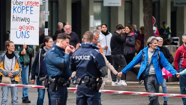 Bereits im Mai protestierten Demonstranten in Bern gegen die Corona-Massnahmen. Die Kundgebung in Zürich könnte aber deutlich grösser werden.