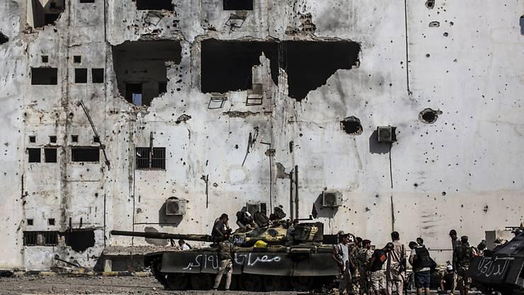 IS ist vertrieben: Regierungstreue Soldaten im Einsatz in der libyschen Stadt Sirte. (Archivbild)