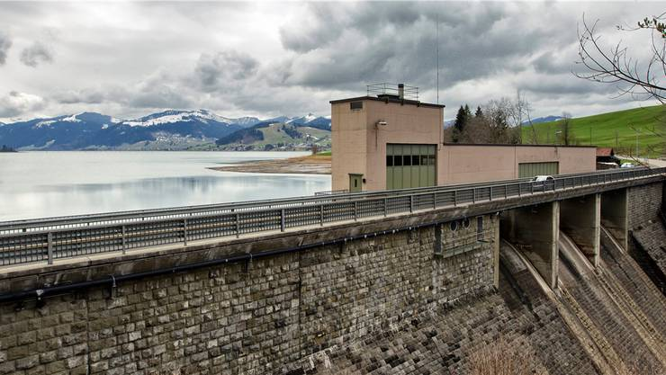 Die Staumauer am Sihlsee: Würden Hacker die Kontrolle über die Schleusen erlangen, so könnten sie womöglich die Zürcher Innenstadt überschwemmen .