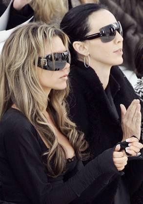 L'Wren Scott (rechts) mit Victoria Beckham an den Paris Fashion Weeks 2006