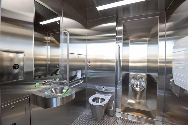 Steril und blitzsauber, ein öffentliches WC am Bahnhof Islikon.