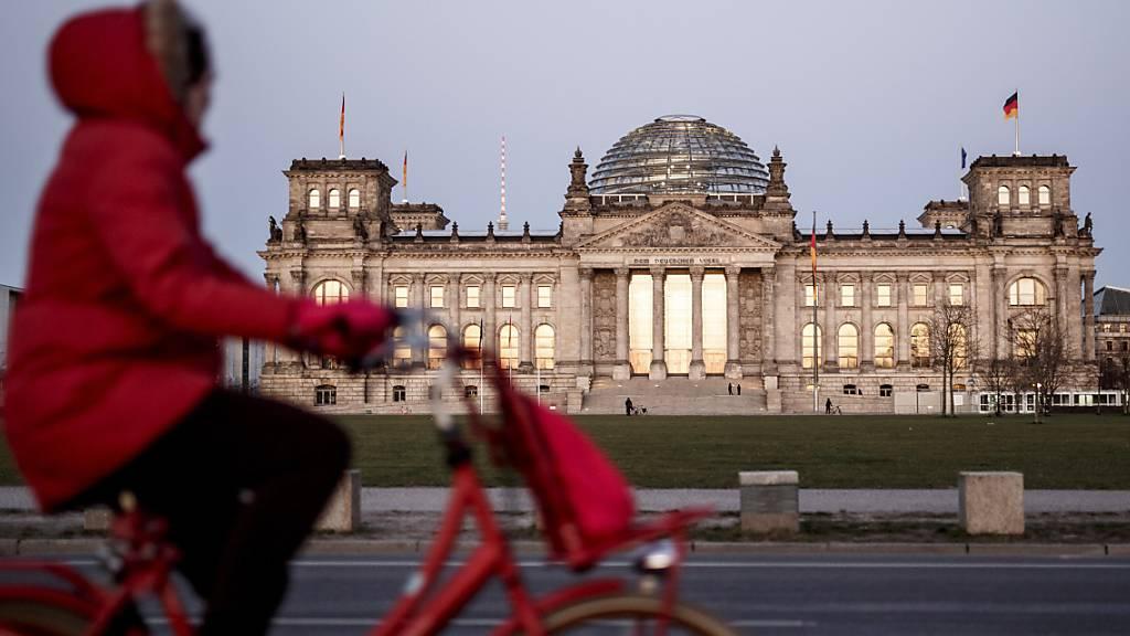 Wahlumfrage - Grosse Koalition wieder mit Mehrheit in Deutschland