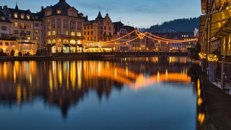 Lichterglanz in der Weihnachtszeit, Leuchtenstadt Luzern