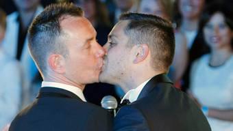 Homosexualität: Wenn sich Schwule küssen, reibt sich die Gesellschaft noch immer verwundert die Augen. (Symbolbild)