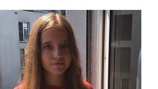 Dina Holz, 16 Jahre alt,  ab Herbst in der Klasse 2b  an der FMS Zug.