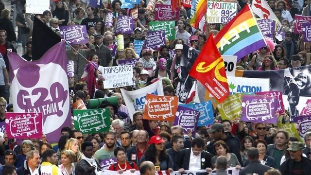 In Nizza protestieren Tausende gegen die Macht der Finanzmärkte
