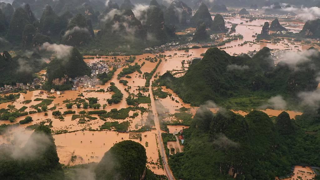 Bereits im letzten Sommer hatten heftige Regenfälle in einzelnen Regionen Chinas die Flüsse über die Ufer treten lassen. (Archivbild)