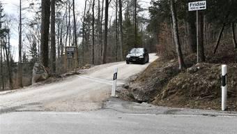 Die Strasse von Egerkingen nach Bärenwil ist durchgängig geteert, doch die Abzweigung Richtung Blüemlismatt weist einen Mergelbelag auf.