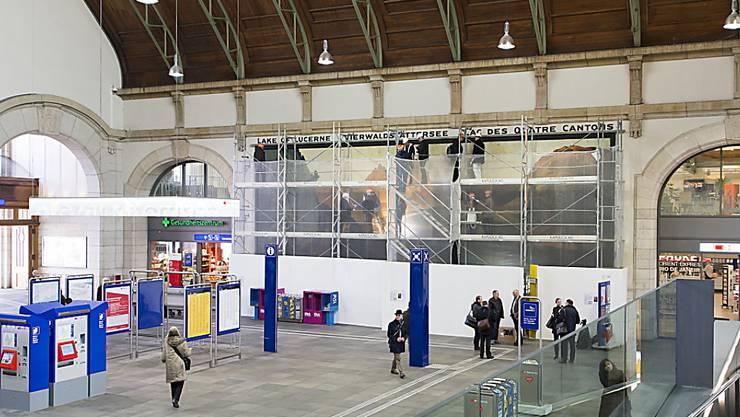 Während des Vorfalls musste die Centralbahnstrasse und Teile des Bahnhof SNCF für Passanten und Verkehr abgesperrt werden.