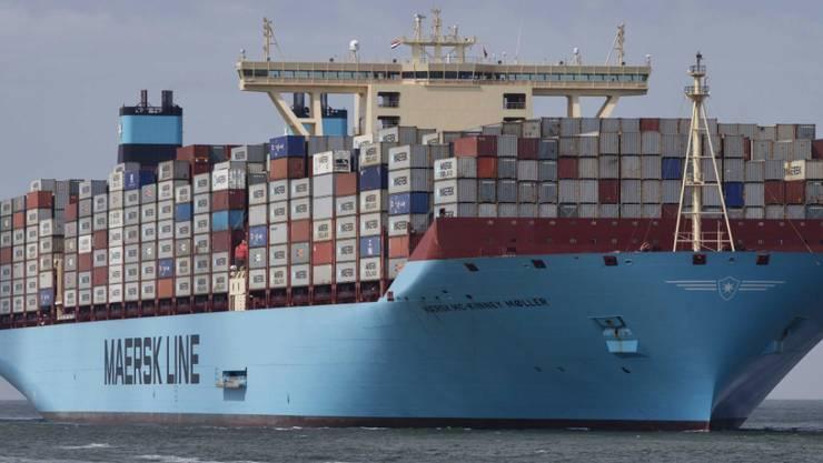 Ein Containerschiff der Reederei Maersk macht sich schon bald auf die Reise durch die Arktis.(Archivbild)