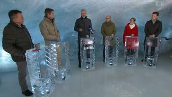 Die «Arena»-Gäste kreuzen die Klingen im Eispalast des Jungfraujochs. (Screenshot /  SRF)