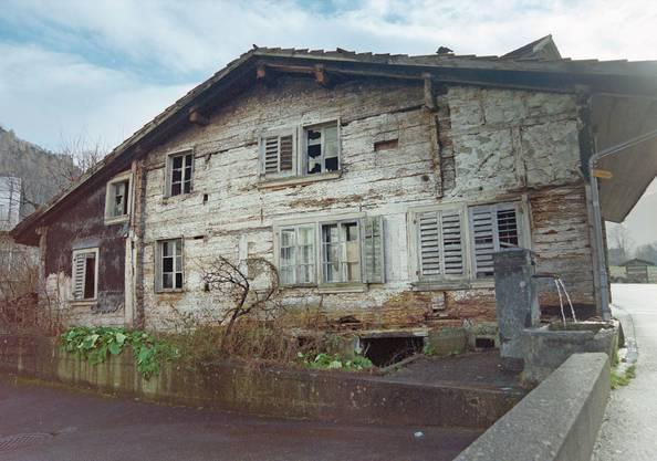Das Haus Niederöst wurde abgerissen...Bild: Keystone (10. Januar 2001)