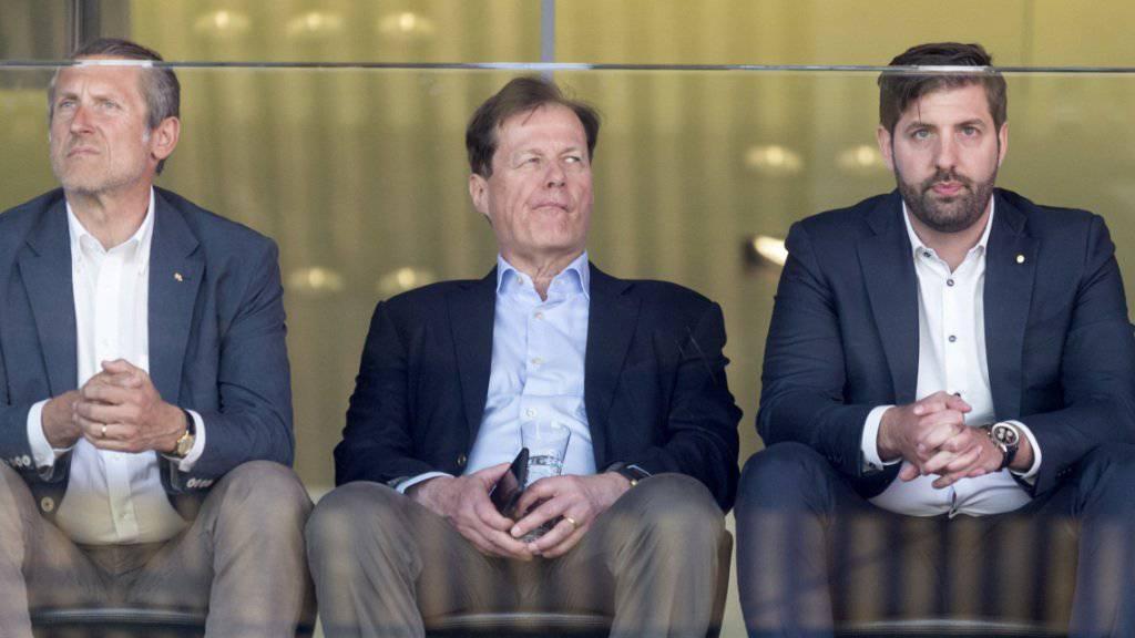 Gemischte Gefühle auch bei GC-Präsident Stephan Rietiker, der sich die Partie an der Seite seines Vorgängers Stephan Anliker und CEO Manuel Huber zu Gemüte führt
