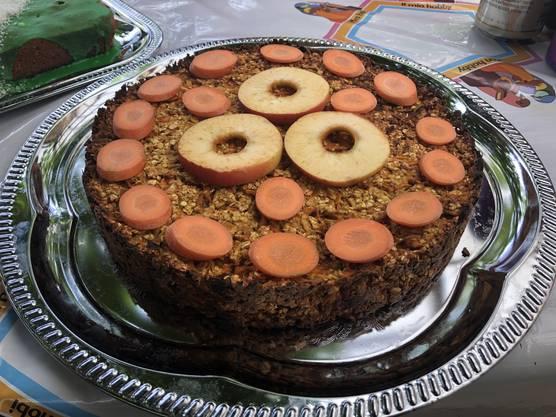 ... und einen extra für Speedy! Der Kuchen ist aus Hafer, Rüebli und Äpfeln.