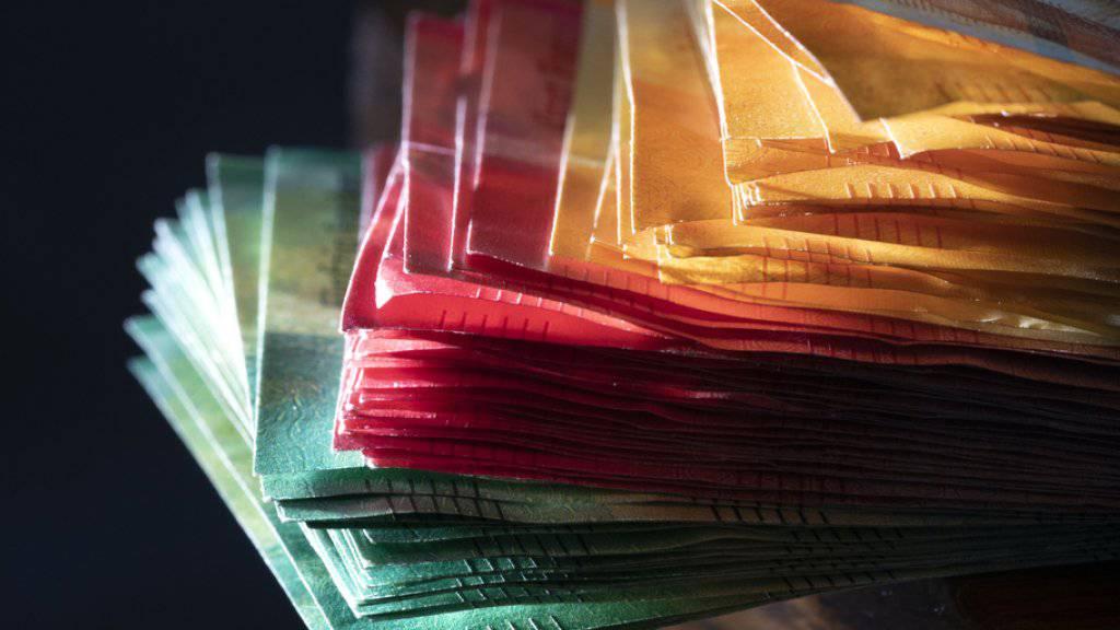 Auf die «Herstellung» der Banknoten hat die SNB ein Monopol. Bargeld stellt aber nur ein Zehntel des vorhandenen Geldes dar. Den grossen Rest gibt es nur als Buchgeld. Die Initianten verlangten vergeblich, dass nur noch die SNB Geld erschaffen darf - als Münzen, Noten oder elektronisches Buchgeld.