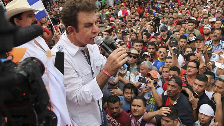 Der frühere Sportjournalist  Salvador Nasralla sieht sich als wahren Sieger der Präsidentschaftswahl in Honduras vom 26. November an und rief seine Anhänger zu Protesten auf.