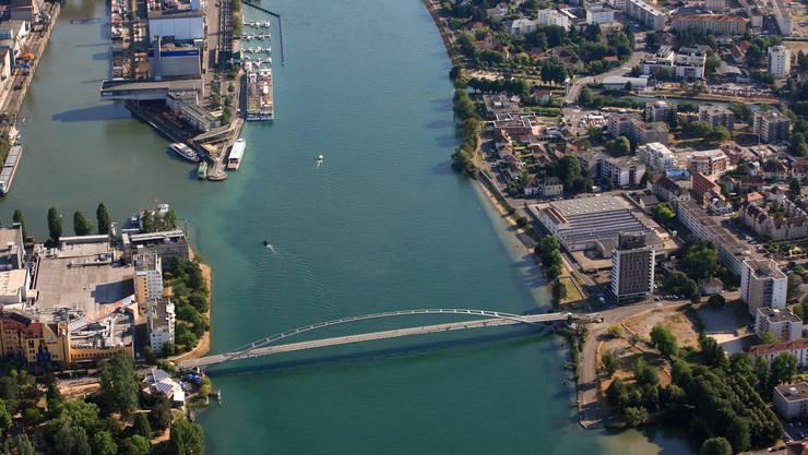 Nördlich der Dreiländerbrücke fehlt zwischen Weil und Basler Dreiländereck eine Brücke.