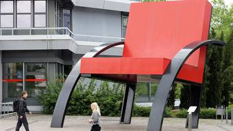 «Parigi» von Aldo Rossi im Massstab 7:1 ist 5,60 Meter hoch.ken