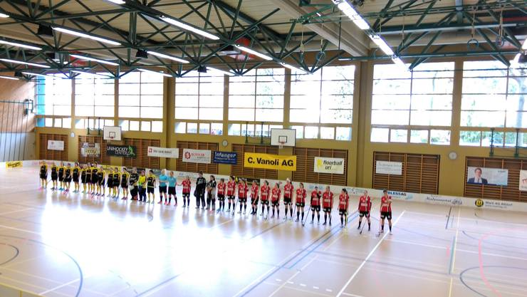 Line-Up vor dem Spiel gegen Floorball Uri (Quelle: Hansjörg Halter)