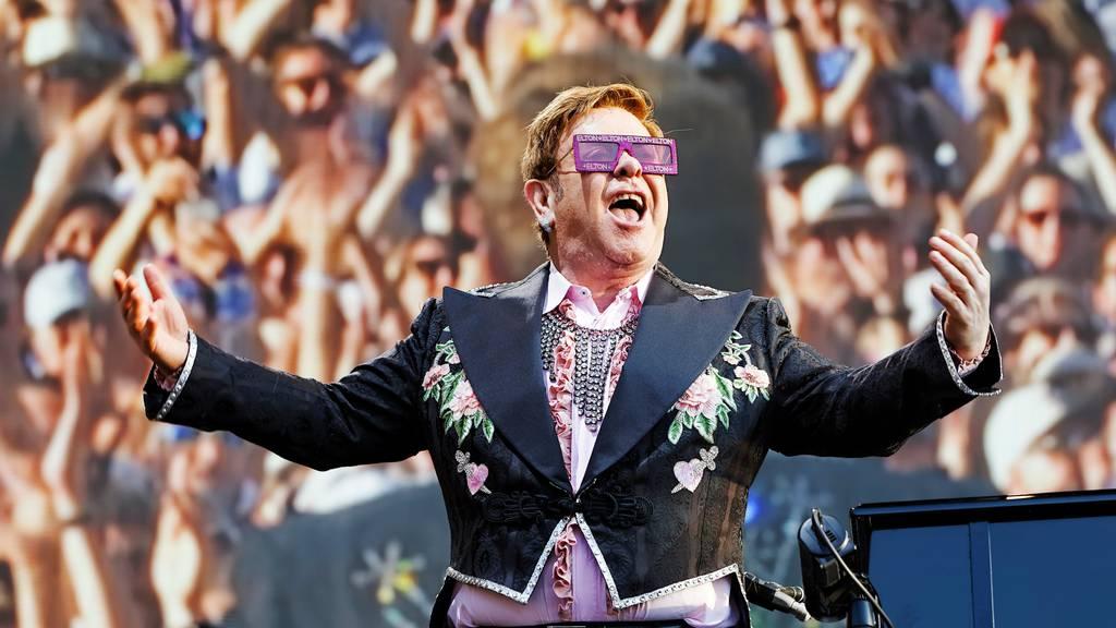Elton John wirbt für Corona-Impfungen