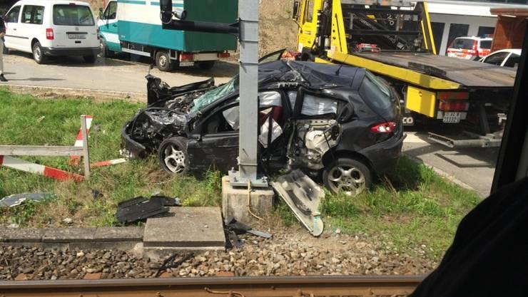 Zug der Seetalbahn rammt Auto bei Mosen LU - zwei Verletzte