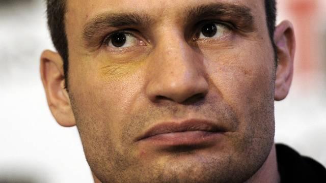 Witali Klitschko besiegt seinen Gegner in der 1. Runde