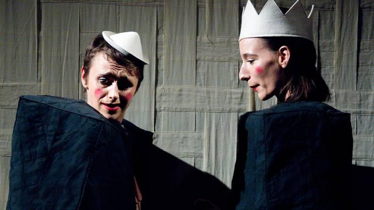 Die «Runde» Joséphine François und die «Eckige» Laura Ender kurven in ihrem neuen Stück als Duo Bildhübsch um die Kante. zvg