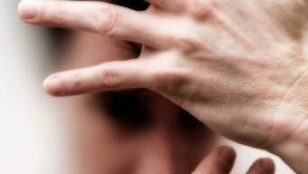Hilfesuchend: Die Wartelisten in aargauischen Psychiatriepraxen sind lang.