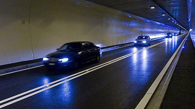 Auto in Tunnel (Symbolbild)