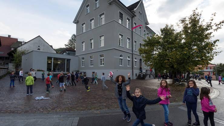 Das Schulhaus Widegass nach den Umbauarbeiten.