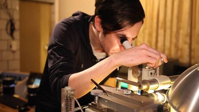 So werden Schallplatten geschnitten – zu Besuch im Studio von Adi Flück