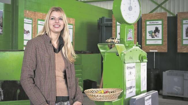 Karin Bertschi leitet die modern konzipierte Entsorgungsstelle im Reinacher Moos. Foto: Peter Siegrist