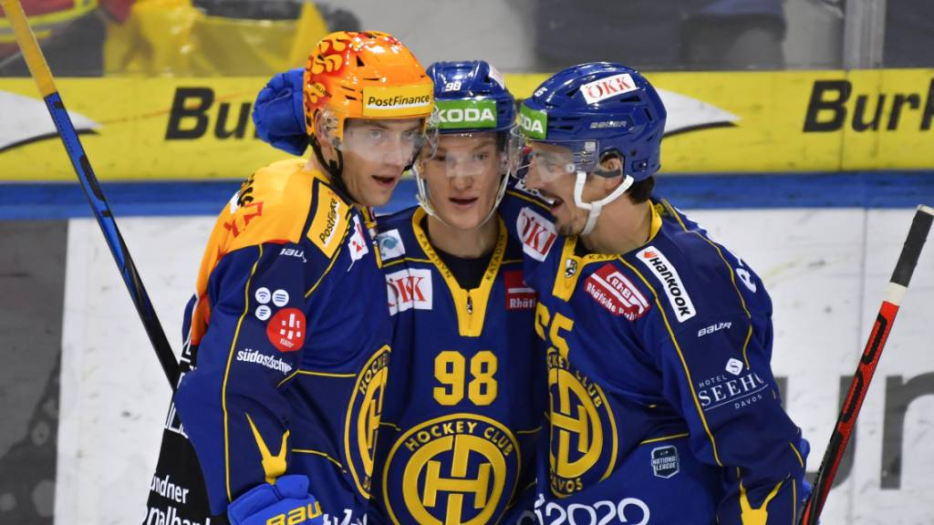 Davoser Freude (von links): Torschütze Perttu Lindgren, Benjamin Baumgartner und Marc Wieser