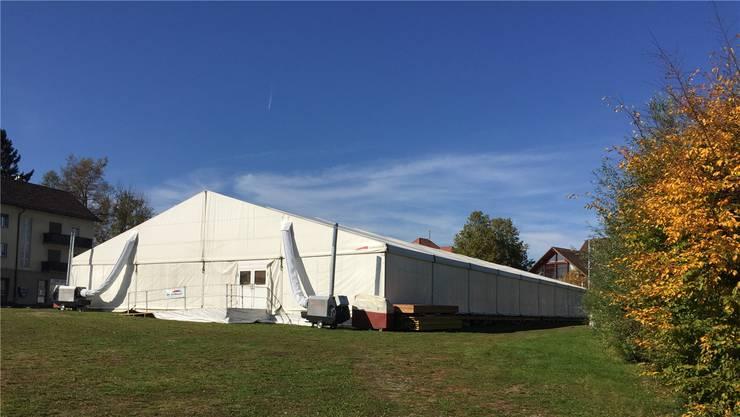 Normalerweise liegt der Bärenplatz brach. Momentan laufen darauf aber die Vorbereitungen für die Gewerbeausstellung «Buga», die vom 27. bis 29. Oktober stattfindet. Unter anderem in diesem Zelt.