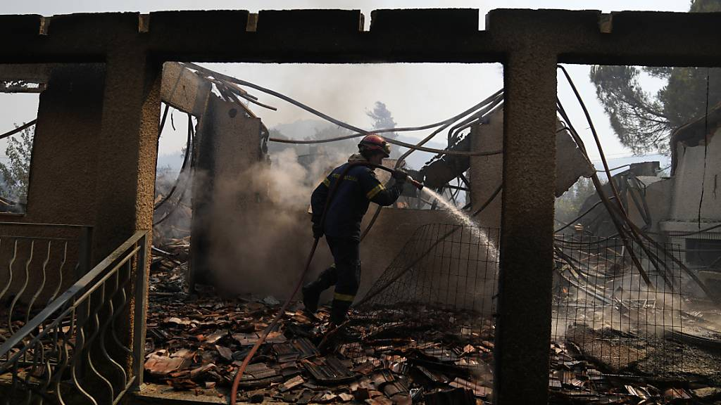 Erneut grosser Brand in der Nähe von Athen – Ortschaften evakuiert