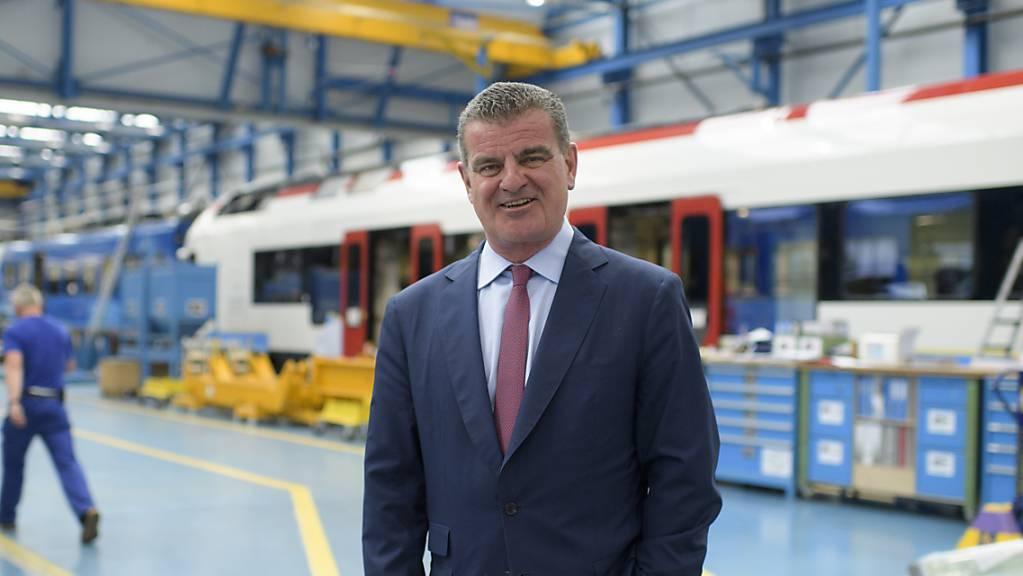 Stadler Rail-Chef Peter Spuhler will bis Ende 2021 die pandemiebedingten Verzögerungen wettgemacht haben. (Archivbild)