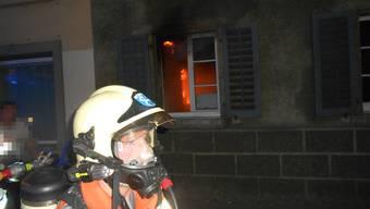 Die Wohnung im Erdgeschoss des Mehrfamilienhauses ist nach dem schweren Brand nicht mehr bewohnbar.