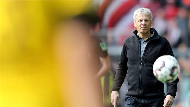 Hegt nun doch wieder Hoffnungen auf den Titel: Nach der Derbyniederlage gegen Schalke hatte BVB-Trainer Lucien Favre keine Chancen mehr gesehen.