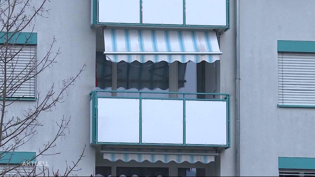 Er wollte nicht auf den Polizei-Posten: Mann springt von Balkon