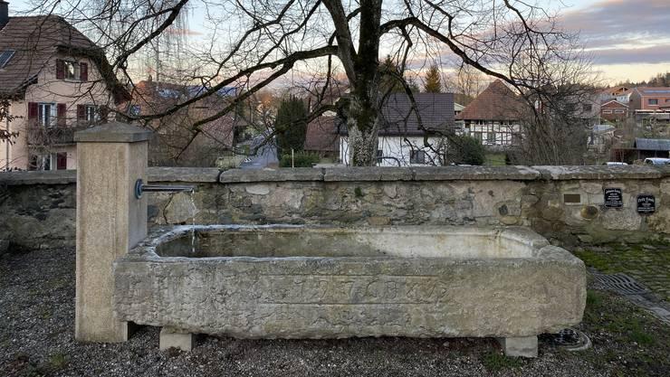 Der Brunnen bei der Pfarrscheune wird mit Wasser aus der «Gänsematt» gespeist.